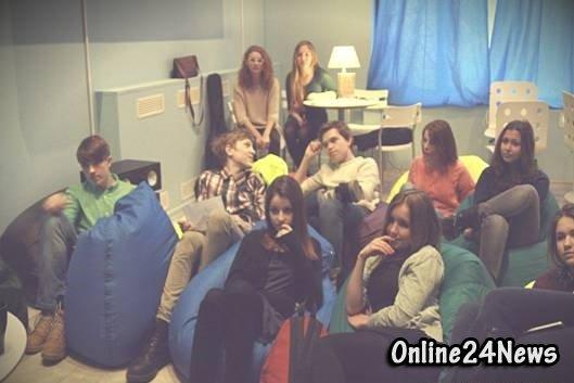 молодежь в АнтиКафе