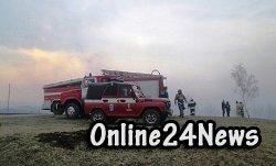 На данный момент район взрыва оцеплен полицейскими и пожарными и по их мнению дополнительной угрозы для местных жителей села нет