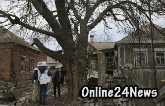 Два конвоя наблюдателей ОБСЕ в субботу трижды попадали под обстрел на востоке Украины