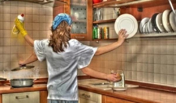 Госдума рассмотрит вопрос выплаты МРОТ домохозяйкам